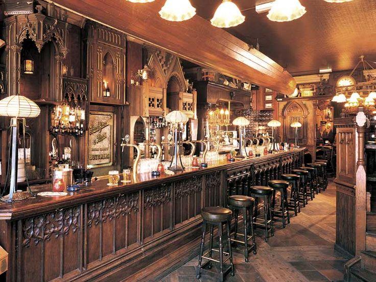 Pub social cafe investa